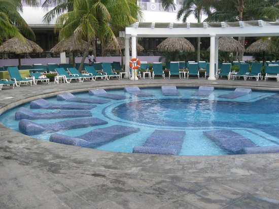Hotel Riu Montego Bay: Partial Water Pool Beds