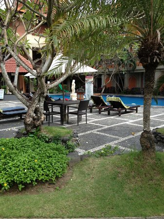 Adi Dharma Hotel: Grounds
