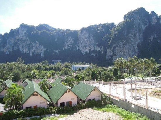 Ascot Krabi: balkon, rechts wordt gebouwd