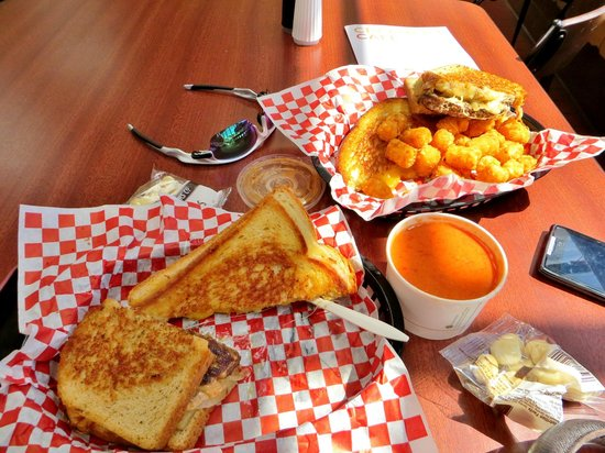 Tillamook Cheese Factory: Grilled cheese and cheese melt with tomato soup