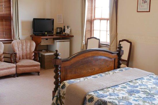Schouten House: Antique Queen Room