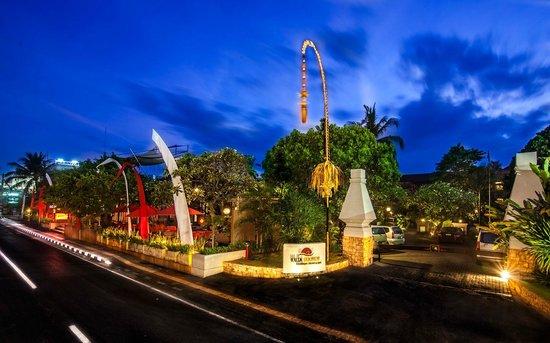 Kuta Seaview Boutique Resort & Spa: Hotel entrance.