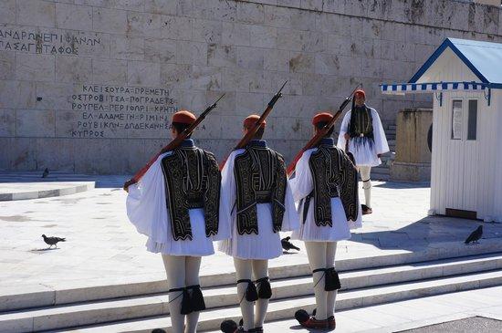 Private Greece Tours : cambio de guardia en domingo