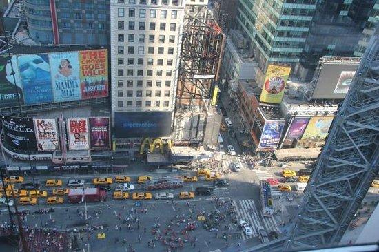 W New York - Times Square : вид из окна днем