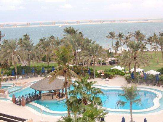 JA Jebel Ali Beach Hotel: العديد من أحواض السباحة، وشاطئ رملي رائع