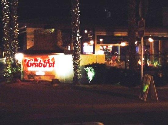 The Crab Pot Restaurant and Bar: Crab Pot at night