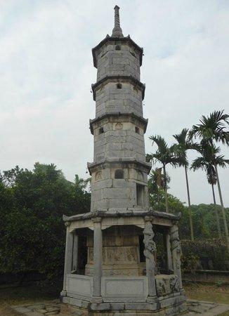 Chùa Bút Tháp (Pagoda But Thap)