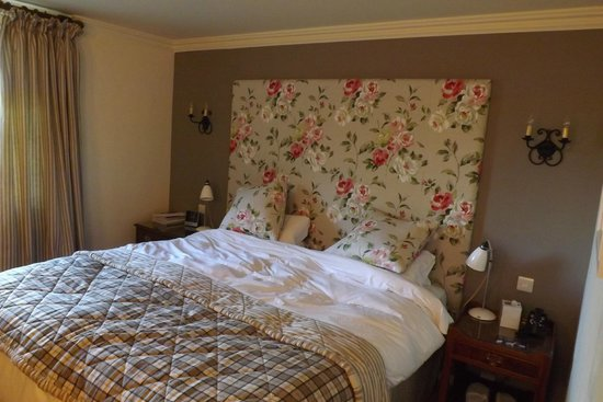 The Bear of Rodborough Hotel: room