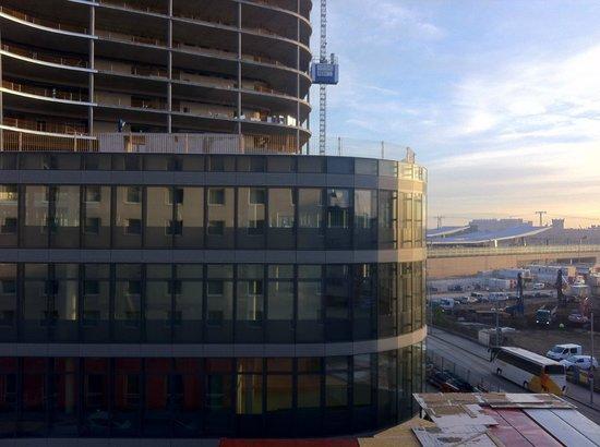 AZIMUT Vienna Delta Hotel: Blick aus dem Fenster