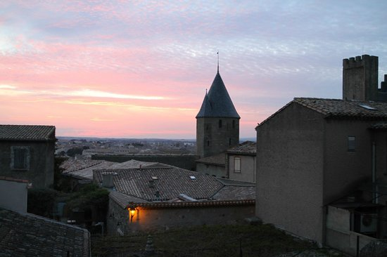 BEST WESTERN Hotel le Donjon: Sunset from one of the windows