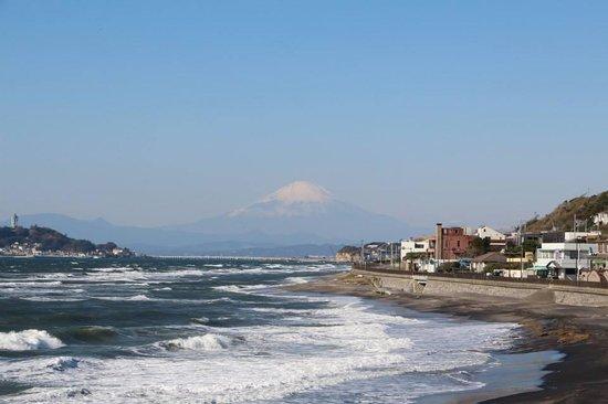 Kamakura Miracle Cycling Tours: View of Mt. Fuji from Inamuragaseki