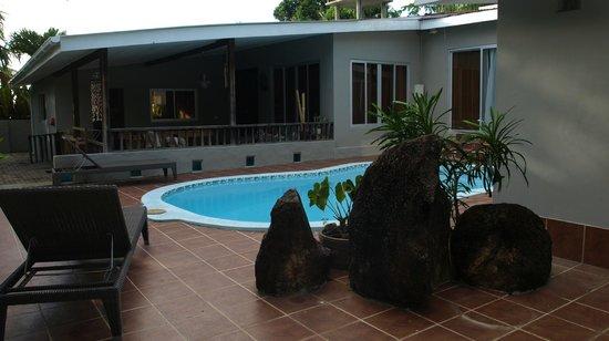 Castaway Fishing Lodge: Patio/ pool area
