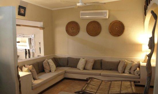 Castaway Fishing Lodge: Lounge area