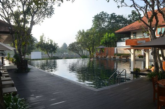 Ratilanna Riverside Spa Resort Chiang Mai : Pool