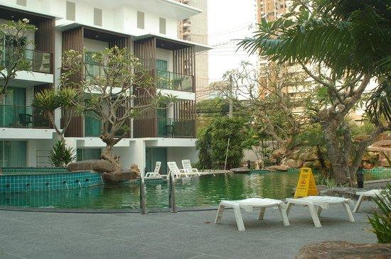 Prima Villa Hotel: Бассейн