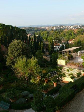 Villa Scacciapensieri : il giardino vista siena