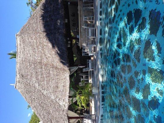 Kilili Baharini Resort & Spa: Beachside pool and bar