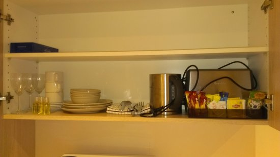 Adelaide Granada Motor Inn: tea/coffe facilities and toaster