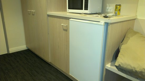 Adelaide Granada Motor Inn: fridge and easy to use microwave