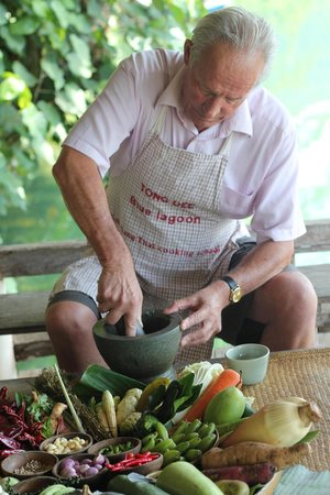 Blue Lagoon Restaurant: Preparing a nice herb combination for the red, green and masaman curry.