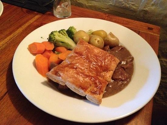 The White Horse at Sutton: Steak & kidney with puff pastry top