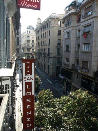 Hostal San Lorenzo: Вид в сторону Gran via