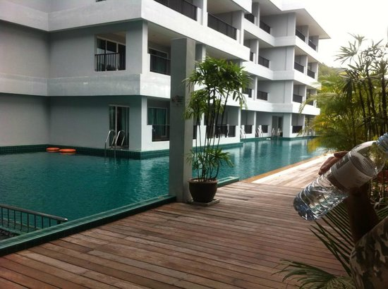 Casa Del M, Patong Beach : second floor pool