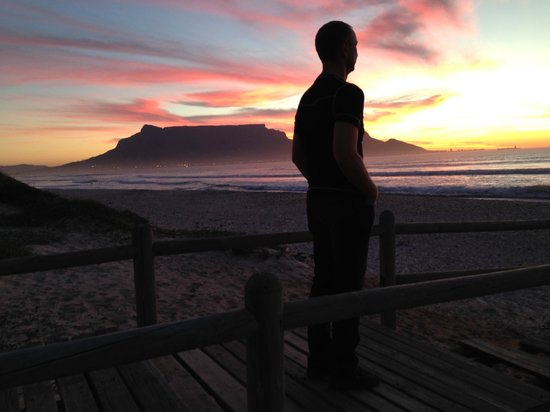 Atlantic Waves Guest House: Table Mountain view