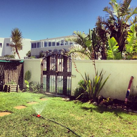 Atlantic Waves Guest House: two steps and you are on the beach
