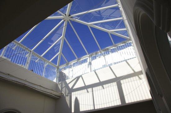 Suites Sevilla Plaza : Bóveda que cubre el patio interior
