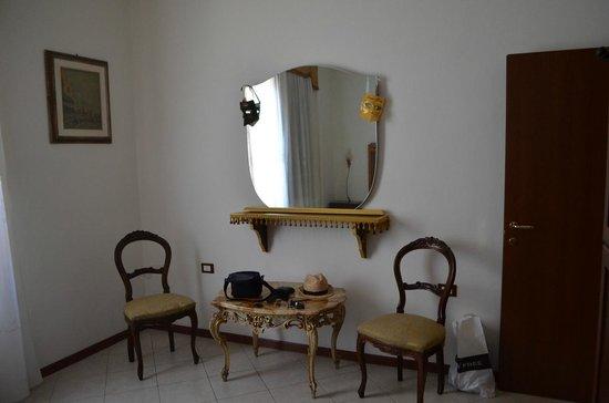 Queen House Venezia: Спальная комната