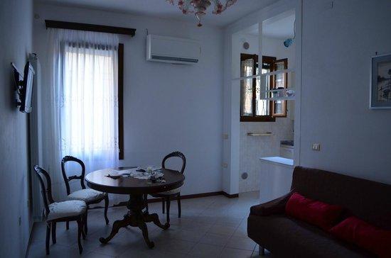 Queen House Venezia: Обеденная