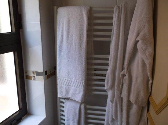 Four Seasons Vilamoura: NEW HEATED TOWEL RACKS