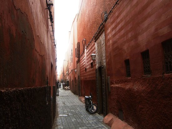 Al Ksar Riad & Spa : Alley- Don't be put off by the approach