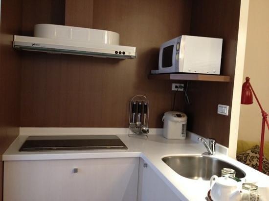 Howard Garden Suites: kitchen