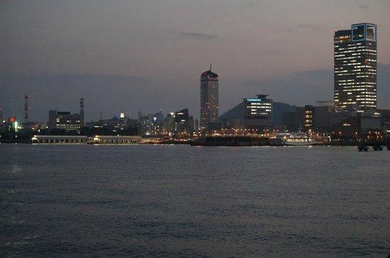 Takamatsuko Tamamo Breakwater Light: View back towards Takamatsu