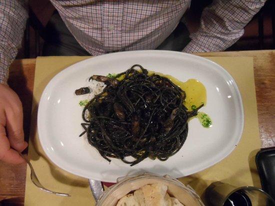 Osteria ai 4 Feri: Spaghetti à l'encre de seiche