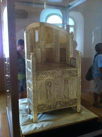 Archiepiscopal Museum: cattedra di avorio