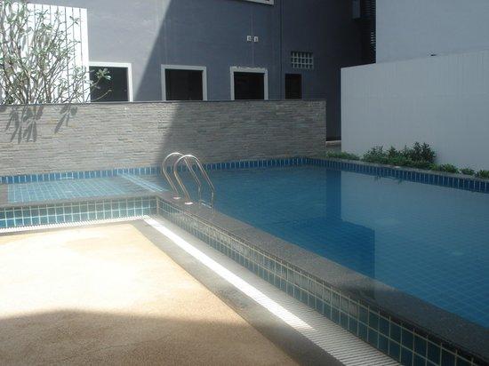 Eastin Easy Patong Phuket : Poolside