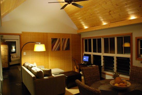 Windward Garden B&B: Living room