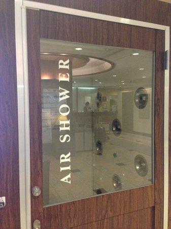 Shinbashi Atagoyama Tokyu REI Hotel : Airshower?