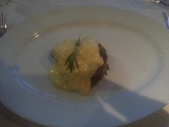 The Hussar Grill Mouille Point: Fillet Bearnaise