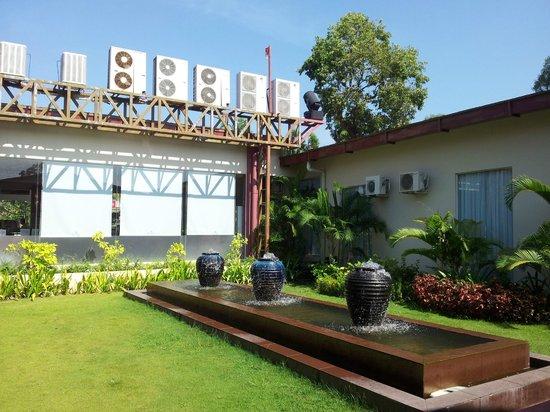 Holiday Palace Casino Resort: территория отеля