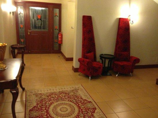 Collingham Gardens Residence & Club: Hallway
