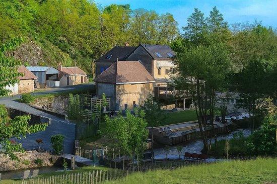 Moulin de Broaille : Zicht langs de achterkant van de Moulin