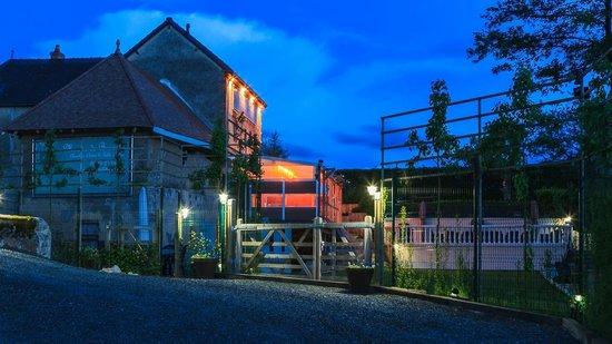 Moulin de Broaille : Zicht vanaf de parking op de Moulin