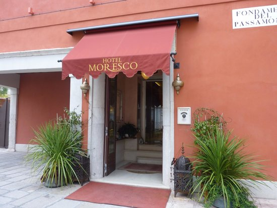 Hotel Moresco: Hotel Entrance