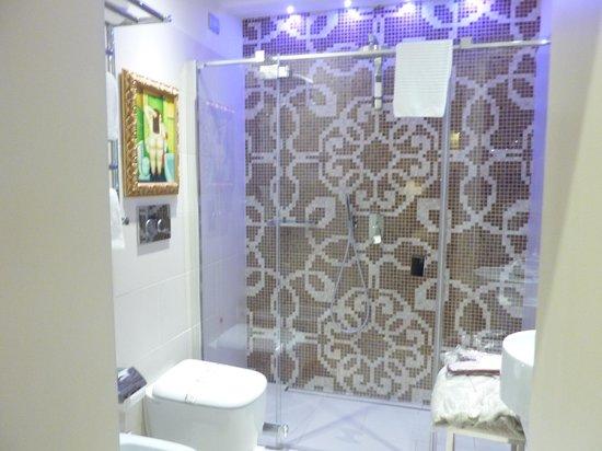 Hotel Moresco: Bathroom