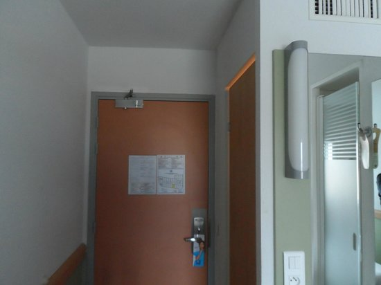 Coin lavabo picture of ibis budget paris porte d 39 orleans - Hotel ibis budget paris porte d orleans ...