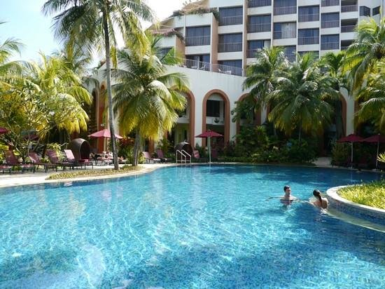 PARKROYAL Penang Resort, Malaysia: PARKROYAL Penang's beautiful pool